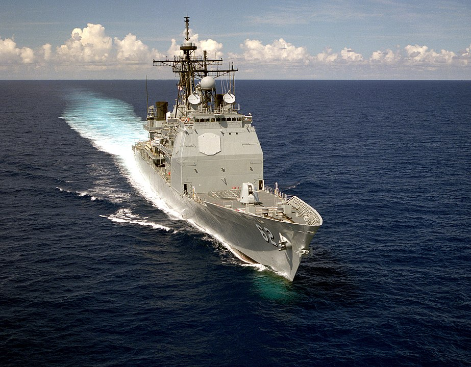 US and Russian Navy ships almost crash in the Philippine Sea