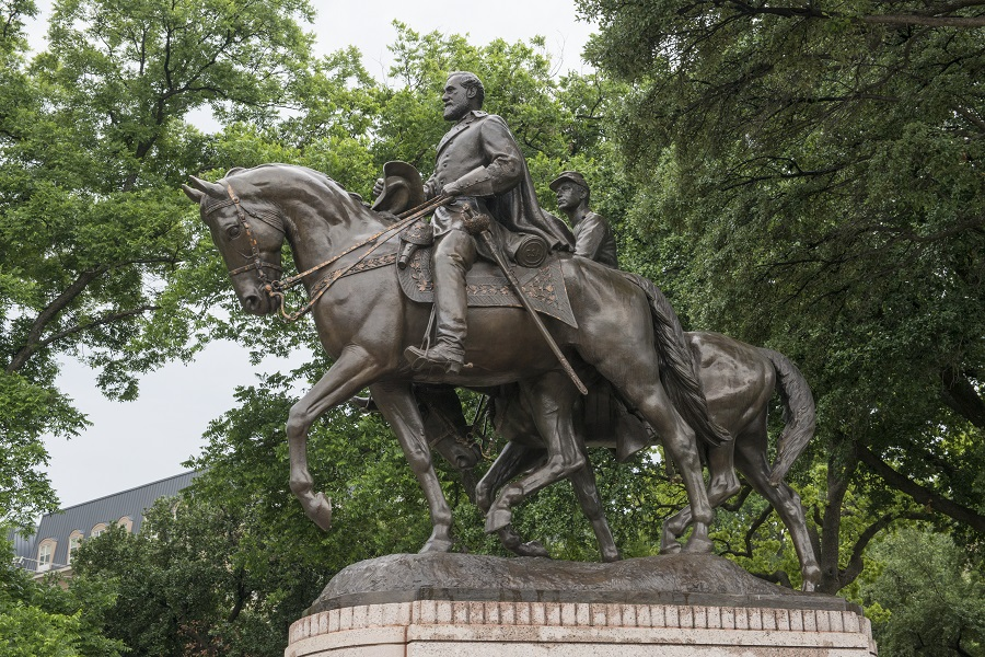 Removed Dallas Park Robert E. Lee Statue auctions for $1.4 million