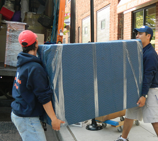 Wolley Movers Chicago
