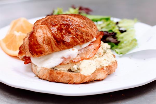Le Petit Paris Cafe
