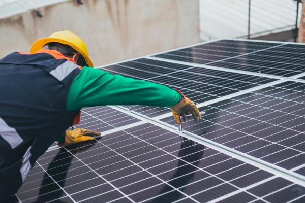 Top Solar Battery Installers in Seattle